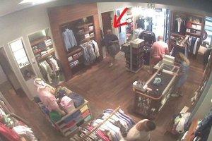 Zlodeja zachytila kamera.