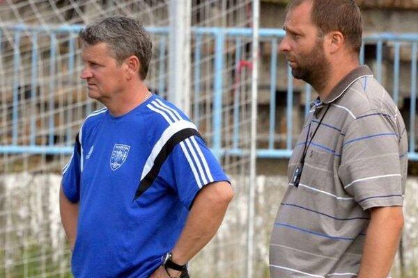Fomat povedie vtretej lige tréner Vladimír Kuťka (vpravo) spolu sasistentom Vladimírom Vítekom.