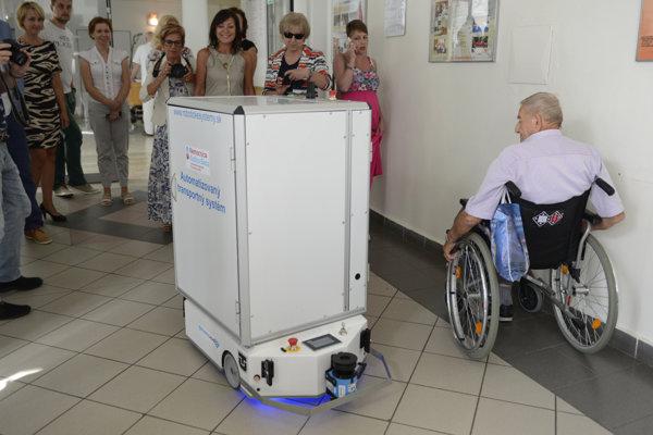 Nový robot v nemocnici v Šaci.