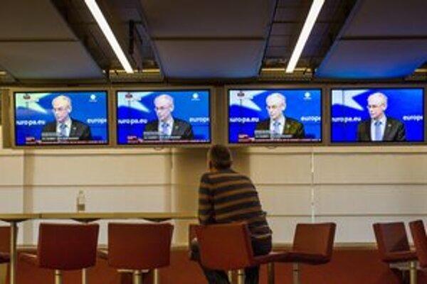 Predseda Európskej rady Herman Van Rompuy po pätnástich hodinách dosiahol na februárovom summite dohodu s lídrami o rozpočte EÚ.