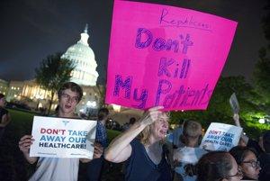 Protestujúci pred Kapitolom vo Washingtone.