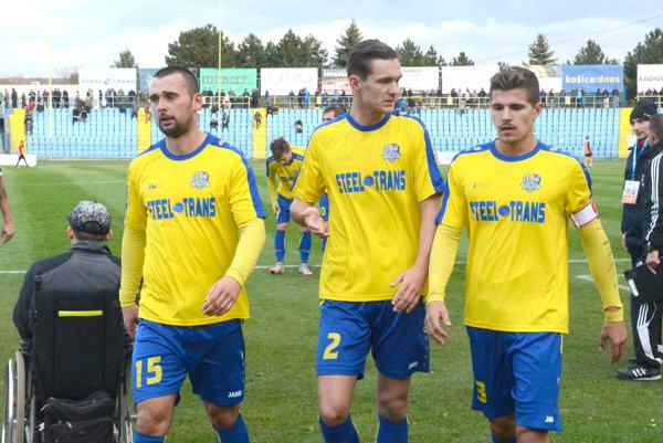 Zháňajú si nové pôsobiská. Kým Mik. Tóth (vľavo) je už vLokomotíve, Jonec (v strede) aVancák ešte doťahujú svoju futbalovú budúcnosť.