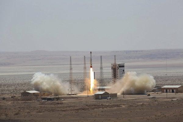 USA uvalili na Irán ďalšie sankcie pre odpálenie rakety so satelitom.