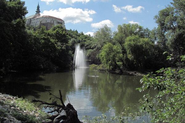 Obnovená fontána v jazere Sihoť.