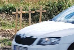 Štvorica krížov pri Trenčianskej Turnej pripomína štyri vyhysnuté životy.