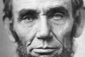 Abraham Lincoln bol 16. americkým prezidentom, prvým za Republikánsku stranu. Vládol od roku 1861 do roku 1865, kedy ho zastrelili.