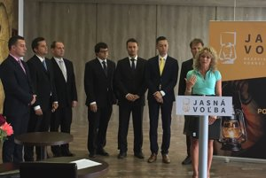 Kandidáti iniciatívy Jasná voľba sa budú uchádzať o podporu voličov v novembrových krajských voľbách.