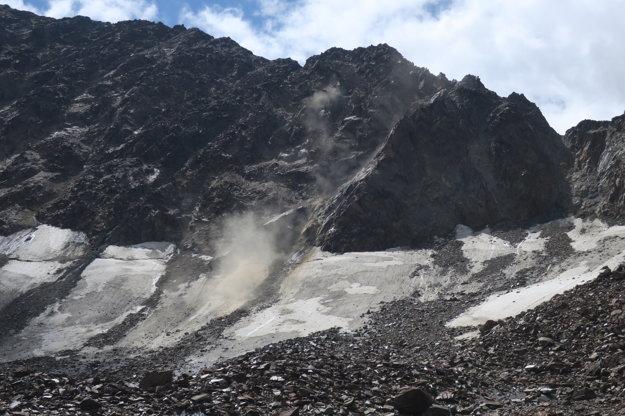 Cestou na chatu sa okolo nás spustila skalná lavína. Boli sme v bezpečnej vzdialenosti.