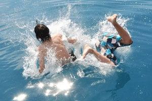 Počas horúcich dní veľa ľudí hľadalo ochladenie vo vode.