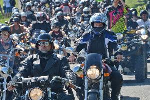 Tisíce motocyklistov. Akciu na Šírave si obľúbili.