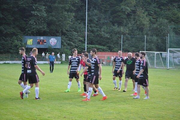 Trenčianske Teplice porazili treťoligovú Tepličku na penalty.