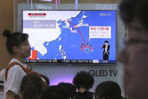 Zábery možného útoku na Guam odvysielala aj juhokórejská televízia. Takisto pripomínali televíznu predpoveď počasia.