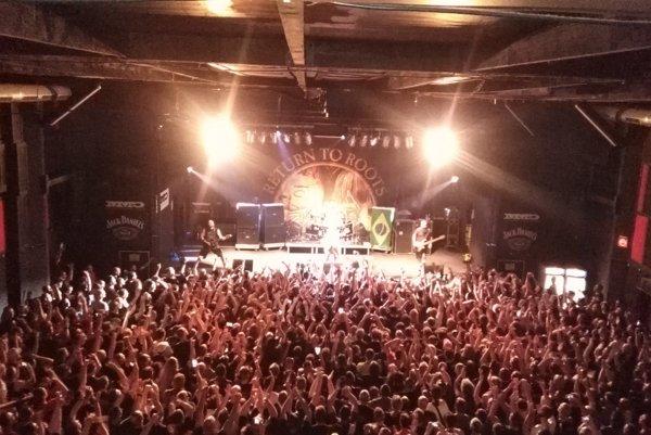 Naživo z koncertu.