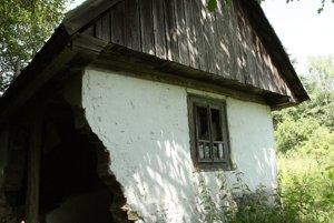 Jedna časť stavby je už výrazne narušená.