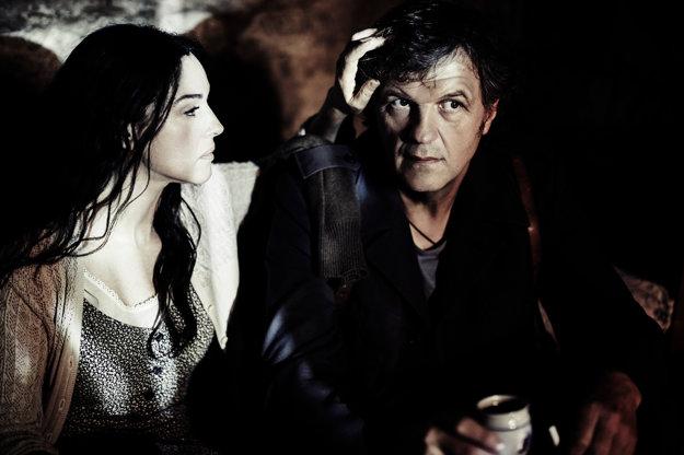 Vo filme Na mliečnej ceste s Monicou Bellucci.