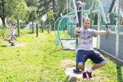 Cvičenie pod holým nebom je čoraz populárnejšie pre všetky vekové kategórie.