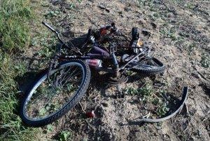 Mladý cyklista zomrel na mieste nehody.