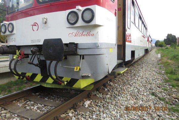 Cyklistka vošla do jazdnej dráhy vlaku smerujúceho z Rajca do Žiliny.