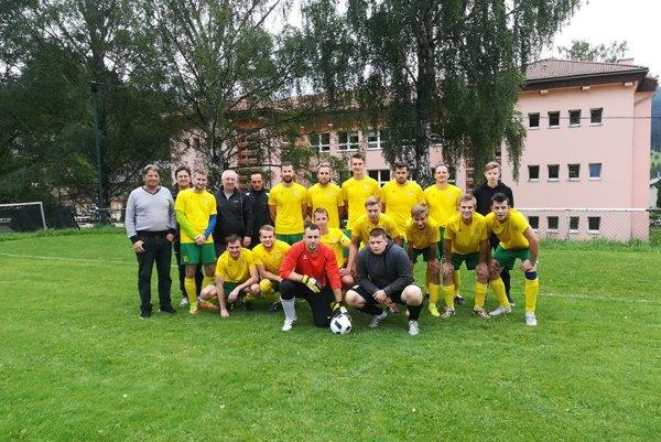 Futbalisti OFK Liptovská Lúžna. FOTO: OFK