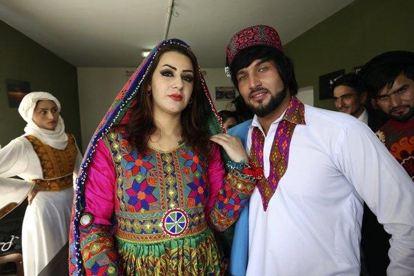 Modeli predvádzali tradičné afgánske oblečenie.