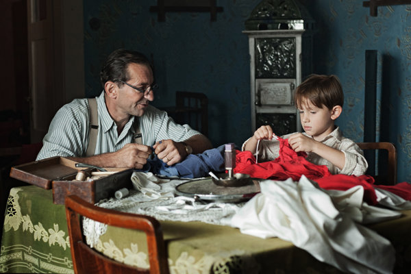 Záber z filmu Po strništi bos.