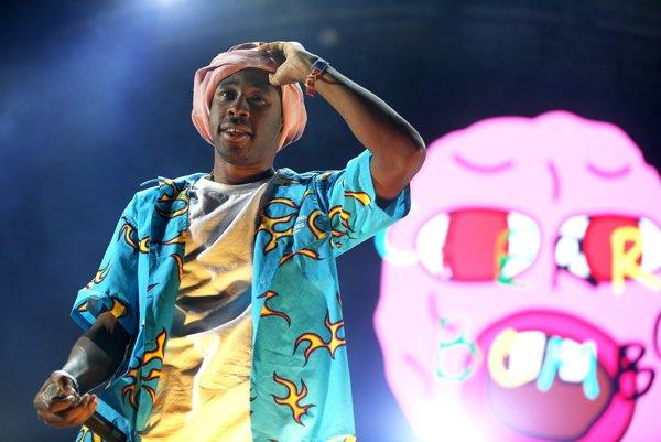 Tyler the Creator síce na debutovom albume Goblin použil vulgárne označenie buzerant 213 - krát, teraz rapuje o tom, že sa bozkával s chlapcami od roku 2004.