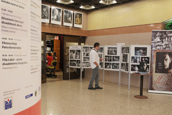 Vo foyer Štúdia SKD odprezentovali knihu o fotografovi Filipovi Lašutovi.
