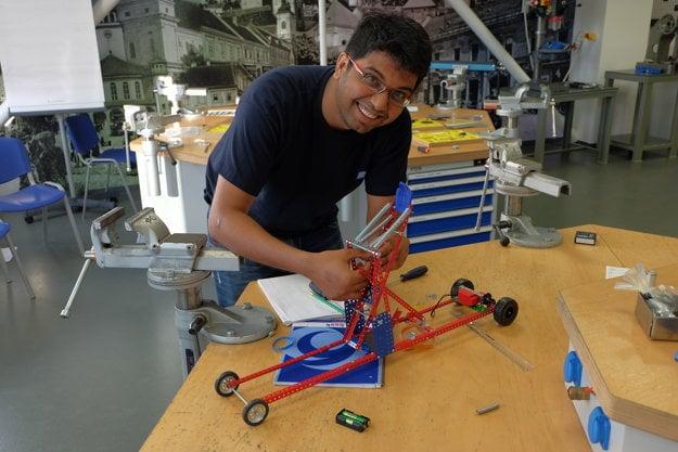 Výroba funkčného modelu katapultu.