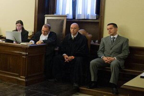 Paolo Gabriele (vpravo) na súde.