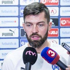Matúš Kozáčik nezasiahne do dvojzápasu so Slovinskom a Anglickom.