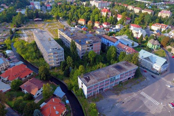 Rozsiahly areál bývalej Slovenky je v centre mesta.