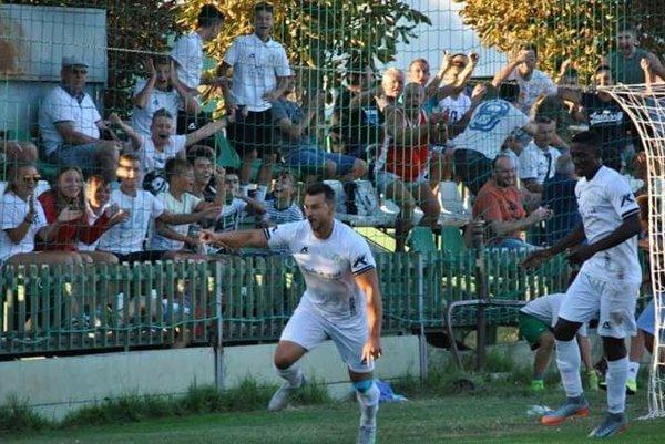 Z vedúceho gólu sa teší jeho autor Matej Švajda. Jeho úspešný zásah však pre FKM tri body napokon neznamenal.