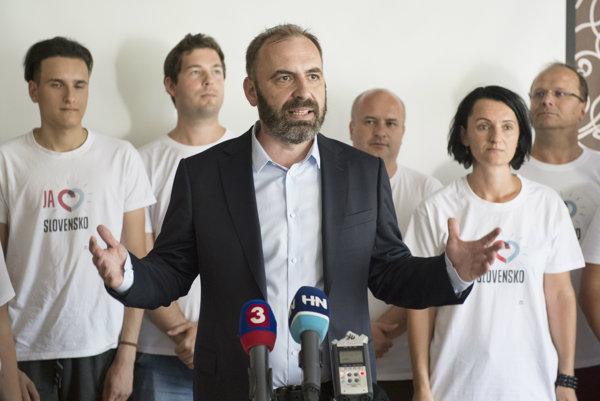 Líder Progresívneho Slovenska Ivan Štefunko oznámil, že majú dosť podpisov na vznik politického hnutia.