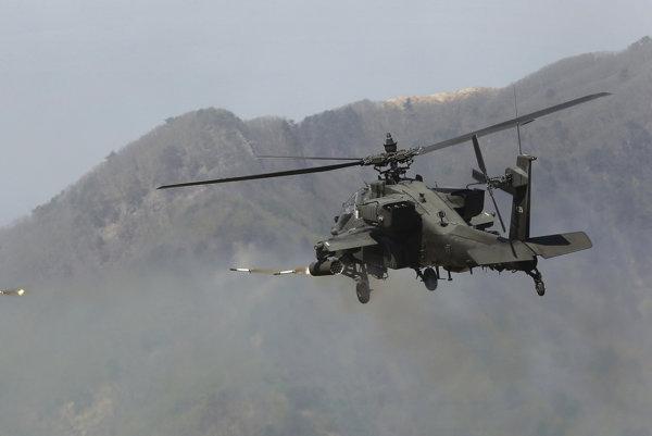 Medzi americkými vrtuľníkmi sú aj vrtuľníky Apache.