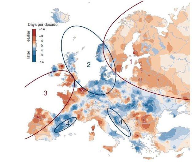 Pozorované trendy v načasovaní povodní v Európe. Farebná škála ukazuje, či dochádza k povodniam skôr (červené odtiene), alebo neskôr (modré odtiene). Zároveň vyznačuje oblasti s hlavným spúšťačom: 1) severovýchod Európy - skoršie topenie snehu; 2) oblasť Severného mora - neskoršie búrky v zime; 3) západná Európa - skoršia maximálna vlhkosť pôdy; 4) časť pobrežia Stredozemného mora - silnejší vplyv Atlantiku v zime.