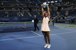 Sloane Stephensová s trofejou pre víťazku US Open.