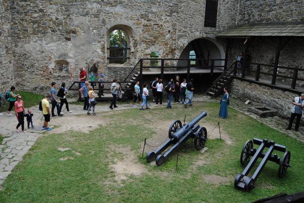 Ľubovnianske múzeum - nádvorie hradu.