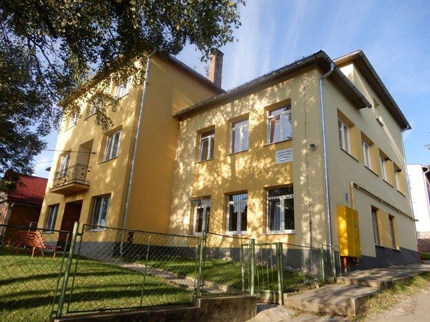 Na snímke budova ZŠ internátna pre žiakov s narušenou komunikačnou schopnosťou v Jamníku.