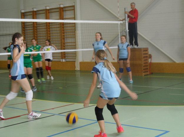Momentka zo zápasu volejbalistiek zČadce.