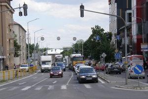 Spustenie výroby v automobilke ovplyvní aj dopravu v centre Nitry.