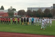 Novomešťania (v bielom) vyhrali 1:0.