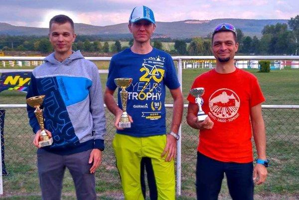 Cyklisti FTC. Zľava Marian Šimon, Róbert Gombala, Kristián Varga.