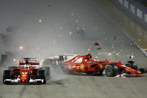 Zrážka Raikkonena, Verstappena a Vettela hneď po štarte.