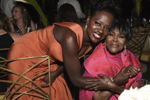 Viola Davis a Cicely Tyson pózujú počas večera
