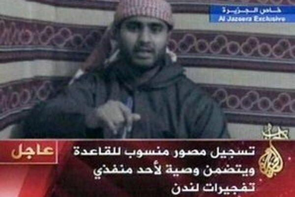 Na zábere z arabskej televízie Al-Džazíra  je Mohammed Sidique Khan, ktorý je považovaný za jedného z londýnskych samovražedných útočníkov zo 7. júla 2005, vo vysielaní televízie Al-Džazíra.