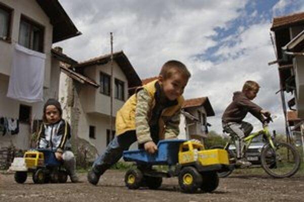 Dočasné domy v bosnianskej dedine Visca.