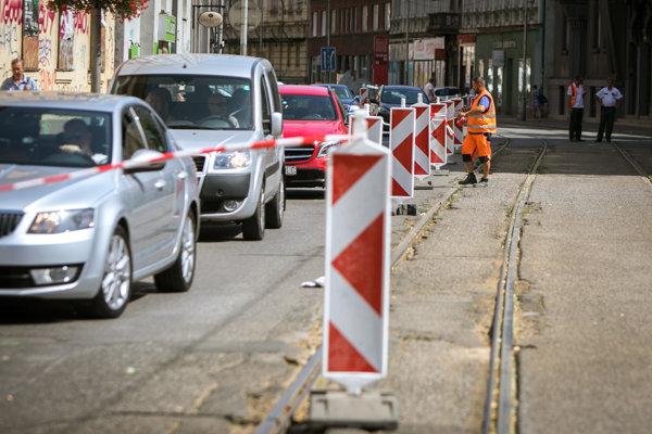 Rekonštrukčné práce na električkovej trati na Špitálskej ulici v bratislavskom Starom Meste.