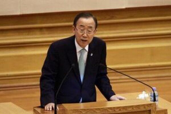 Generálny tajomník OSN Pan Ki-mun počas prejavu v zjednotenom parlamente v Nepjite.