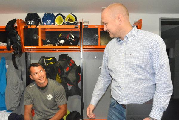 On osobne by stým problém nemal. Rastislav Rusič (vpravo) sa zverejneniu platov nebráni, ale vklube táto téma zatiaĺ nepadla.