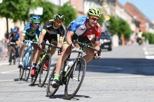 Na snímke vpredu slovenský cyklista Patrik Tybor (Dukla Banská Bystrica) v drese pre najlepšieho Slováka počas záverečnej, 4. etapy cyklistických pretekov Okolo Slovenska 2017.